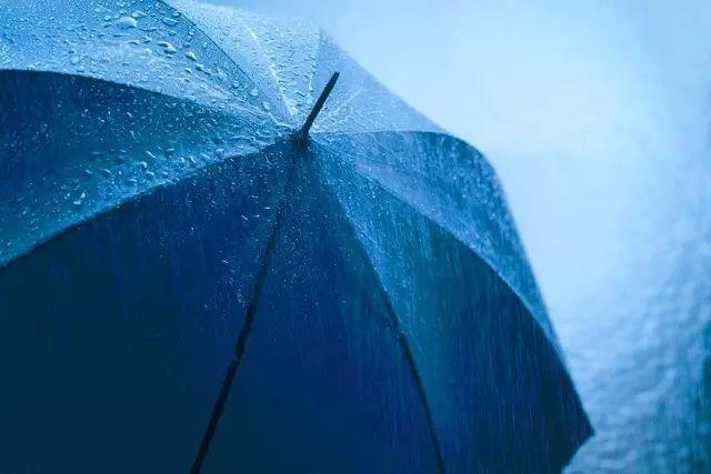 云南白癜风皮肤病医院:白癜风患者淋雨的危害
